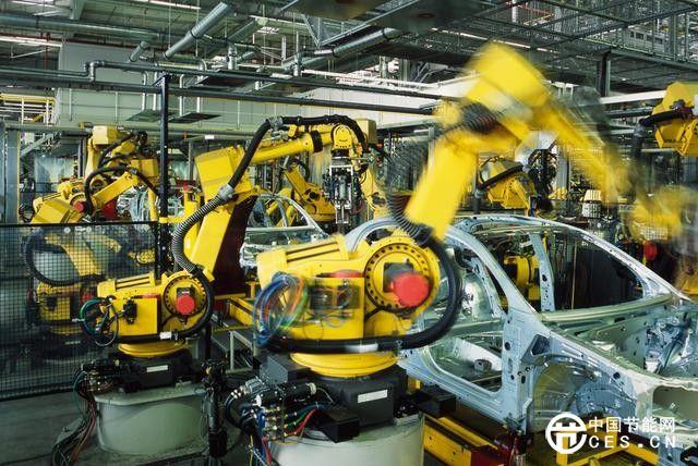 广州 一个机器人顶四个工人