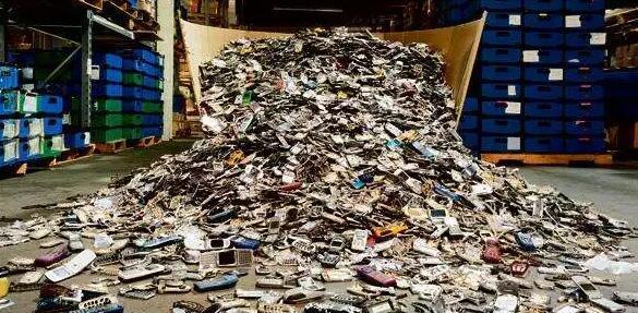 废弃手机拆解深陷地下产业链 仅2%进入规范回收渠道