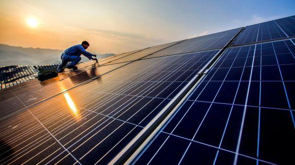 国际能源署:中国引领全球太阳能增长 贡献全球近半数增量