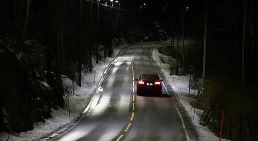 挪威高速路试行自动感应路灯 可节能80%