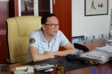 合众化工总经理姚东生接受《佛山日报》采访